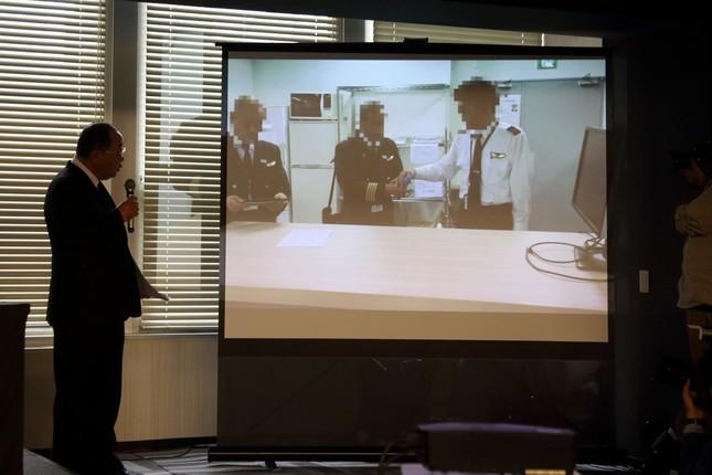 アルコール検査の様子を再現するVTRも公開された。実際に問題のフライトに乗務した機長2人が出演した。説明しているのは進俊則・運航本部長。