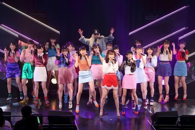 公演では「ディスコ」をテーマに、様々なメンバーがDJを担当した