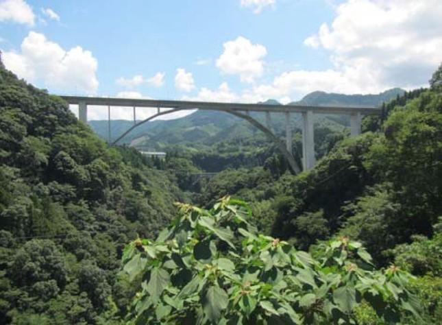 神都高千穂大橋(写真は、宮崎県西臼杵支庁提供)