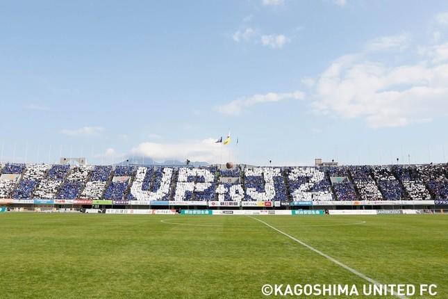 11月25日の試合で描かれた「UP to J2」のコレオグラフィー(写真提供:鹿児島ユナイテッドFC)