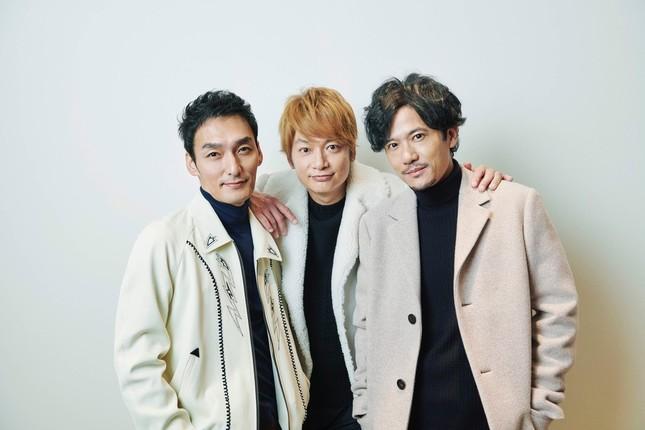 「#SINGING」をリリースした「新しい地図」の(写真左から)草なぎ剛さん、香取慎吾さん、稲垣吾郎さん(プレスリリースより)