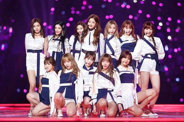 「Mnet Asian Music Awards(MAMA)」の日本イベントでパフォーマンスを披露した日韓合同ユニット「IZ*ONE」(アイズワン) (c) CJ ENM Co., Ltd, All Rights Reserved