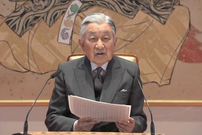 85歳の誕生日を前に記者会見に臨む天皇陛下(画像は宮内庁提供動画より)