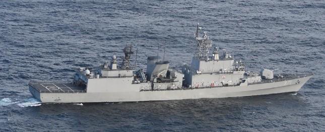 韓国海軍の「広開土大王(クァンゲト・デワン)」級駆逐艦。火器管制レーダーの照射が問題になっている(防衛省ウェブサイトから)
