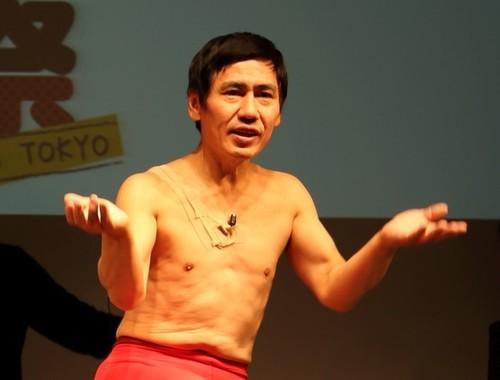 休業を発表したエスパー伊東さん(15年1月撮影)