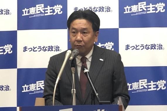 立憲民主党の枝野幸男代表。指原莉乃さんの卒業よりも、竹内さんの卒業の方が「大きな話」だと話した