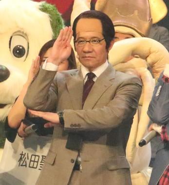 リハーサルで三津谷寛治に扮する内村光良さん