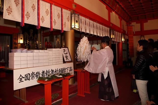 青島神社には社殿に上がって参拝する