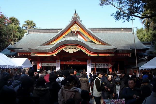 青島神社には多くの人が初詣に詰めかけた