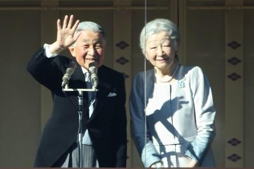 天皇皇后両陛下。在位中に一般参賀に出席するのはこれが最後だ