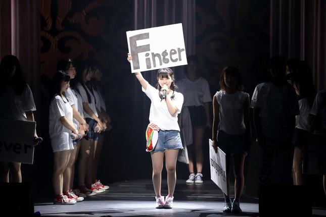 HKT48の田中美久さん。指原莉乃さんの「指=Finger」を掲げながら「莉乃ちゃんの後を引き継ぐ」と宣言した