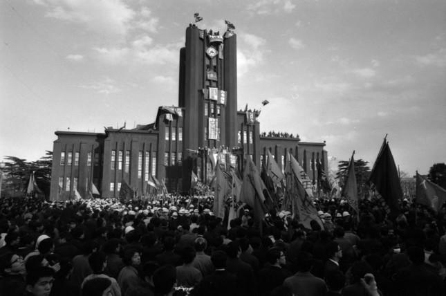 1969年1月19日の東大安田講堂(写真:Fujifotos/アフロ)
