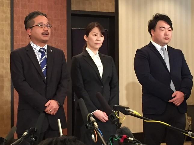 (左から)松村匠・AKS運営責任者兼取締役、早川麻依子・NGT48劇場新支配人、岡田剛・同新副支配人