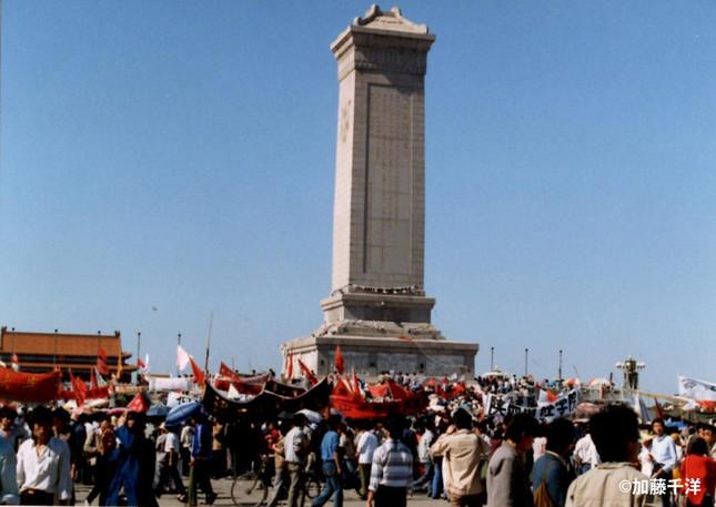 人民英雄記念碑台座にはアヘン戦争以降の「人民戦争」と「人民革命」の犠牲者を記念するレリーフが刻まれている