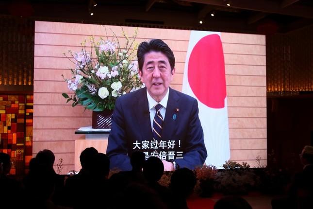 安倍晋三首相はビデオメッセージで中国語のあいさつを交えながらあいさつした