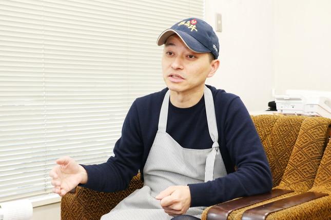 インタビューに答えるコシヅカハム社長・羽生正太郎氏