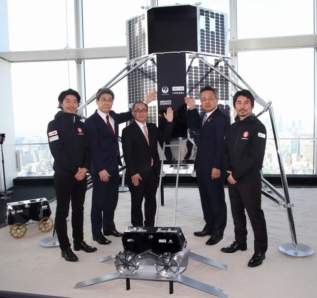 ランダーとローバーの実寸大モデルが六本木ヒルズで開かれる展示会「メディア・アンビション・トウキョウ(Media Ambition Tokyo)」で展示される
