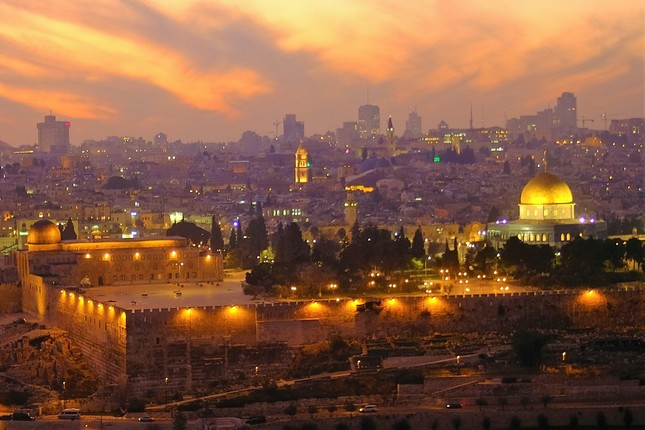 エルサレム旧市街ムスリム地区にある「神殿の丘」とその上に建つ「岩のドーム」。ユダヤ教とイスラム教の聖地とされている。