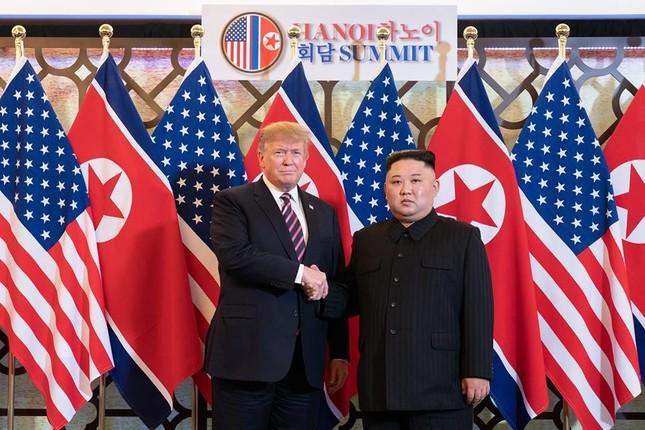 ハノイで首脳会談を行ったトランプ氏と金正恩氏(ホワイトハウス公式FBより)