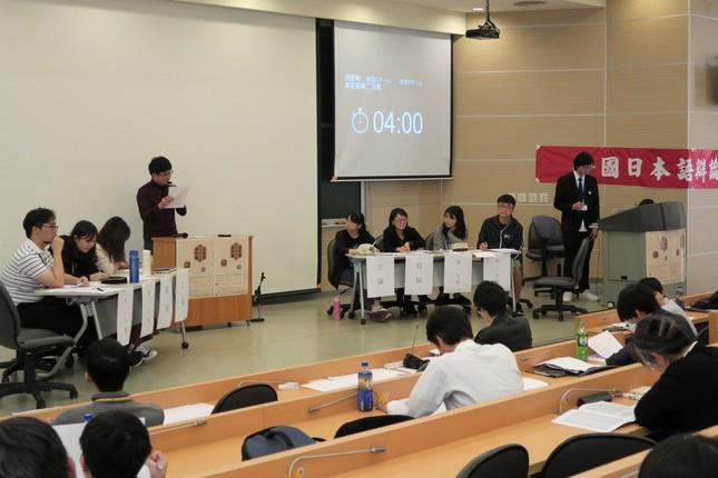 日本、台湾、韓国、中国から集まった大学生が論戦を展開した