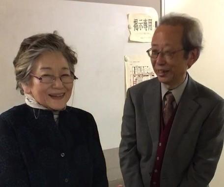 半世紀の時を超えて出会った佐々木さんと野村勇さん(右)。2019年1月19日、東京都墨田区で