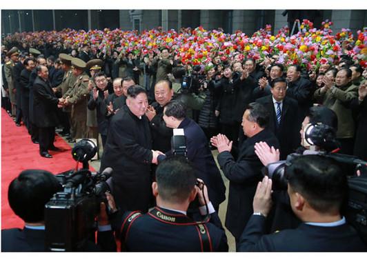 ベトナム訪問を終えて特別列車で平壌駅に戻った北朝鮮・朝鮮労働党の金正恩委員長(写真は労働新聞ウェブサイトから)
