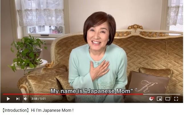 松居一代さんが英語で自己紹介(画像は、松居さんのYouTubeチャンネルより)