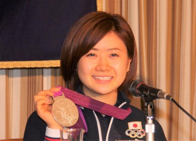 震災の翌年、ロンドン五輪で銀メダルを獲得した福原愛さん(2012年撮影)