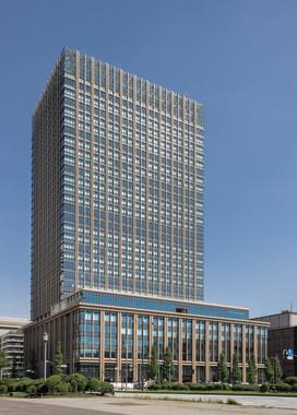 三菱重工本社が入居する丸の内二重橋ビル(Kakidaiさん撮影、Wikimedia Commonsより)