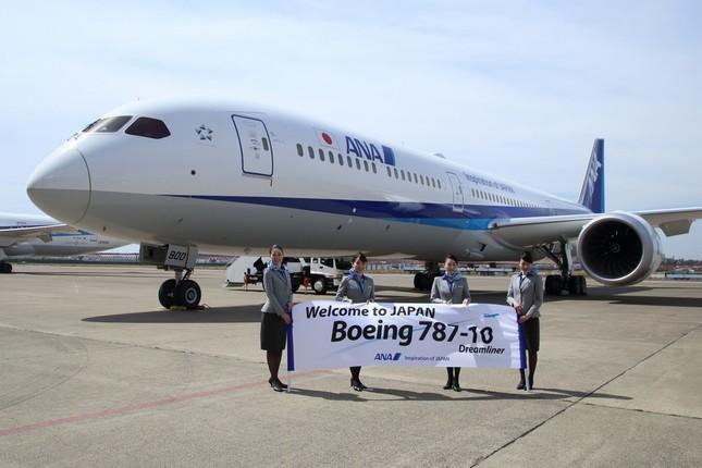 報道陣にお披露目されたボーイング787-10型機。4月26日から成田-シンガポール線で運航を始める