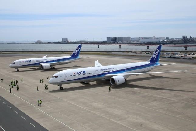 ボーイング787-8型機(奥)とボーイング787-10型機(手前)。787-10の方が11.6メートル長い