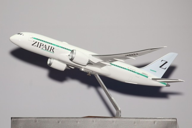 機体デザインでは垂直尾翼にシンボルマークの「Z」を入れた