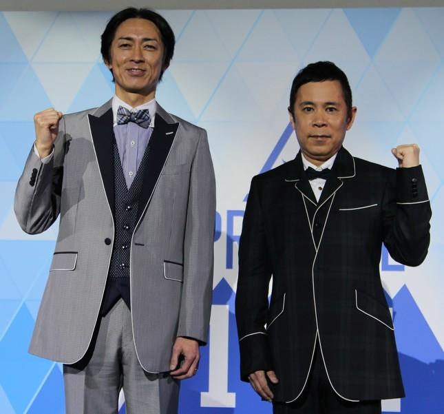 「PRODUSE 101 JAPAN」のプロデューサーに就任したナインティナインの矢部浩之さん(左)と、岡村隆史さん