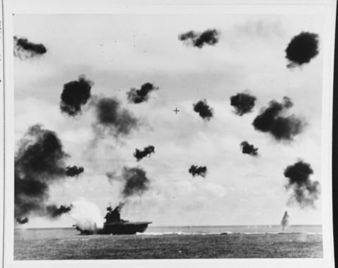 「戦争の原価計算」は有名無実化した(写真はミッドウェー海戦)