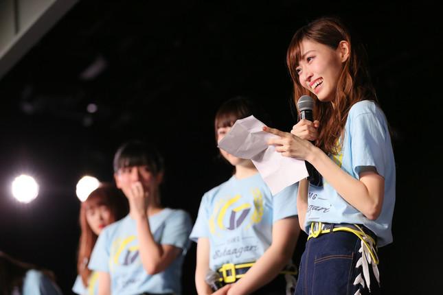 時折手紙に目を落としながら卒業の理由を説明するNGT48の山口真帆さん(c)AKS