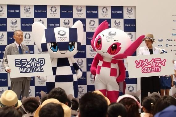 東京オリ・パラのマスコットキャラ「ミライトワ」と「ソメイティ」のお披露目イベント(撮影2018年7月22日)