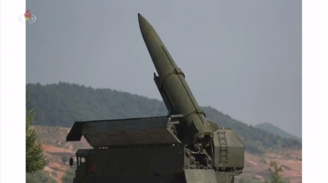 移動式の発射台も確認できる(写真は朝鮮中央テレビから)