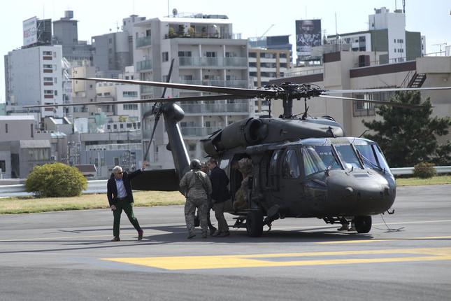 赤坂プレスセンターのヘリポートは要人輸送の際に使われる。写真は2014年にヘーゲル国防長官が横田基地から到着した時の様子だ(写真は国防総省ウェブサイトから)