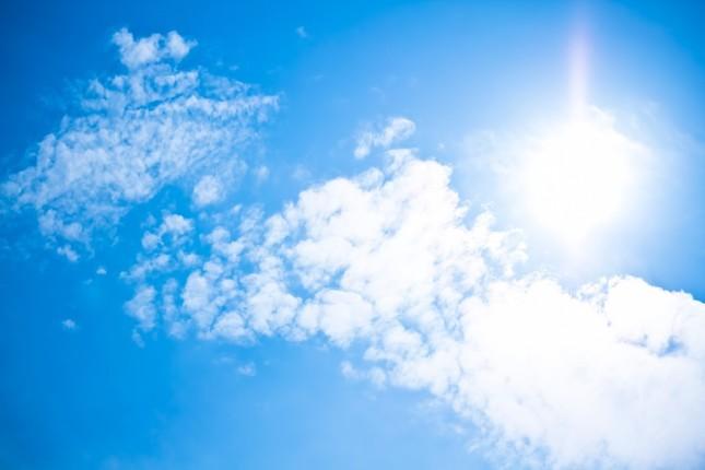 照りつける日差し(画像はイメージ)