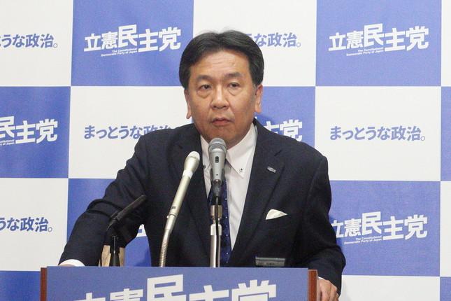 定例会見に臨む立憲民主党の枝野幸男代表。「この参院選に向けて『ここから当面の間は消費税を上げない』ということが党の決定」だと強調した