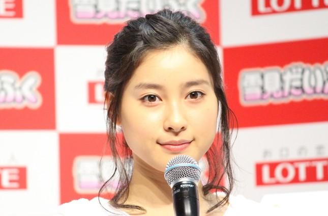土屋太鳳さん。JRAの年間プロモーションキャラクターを務めている