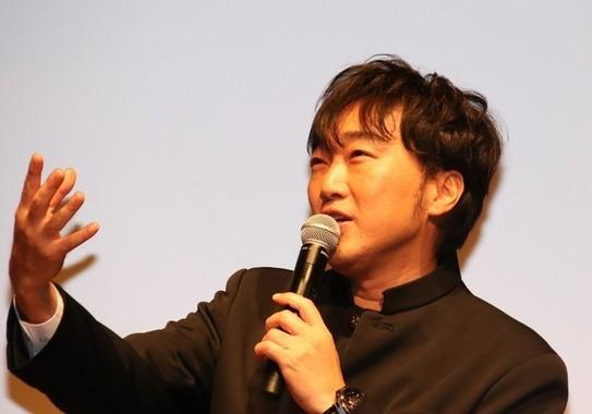 お笑いコンビ「スピードワゴン」の小沢一敬さん