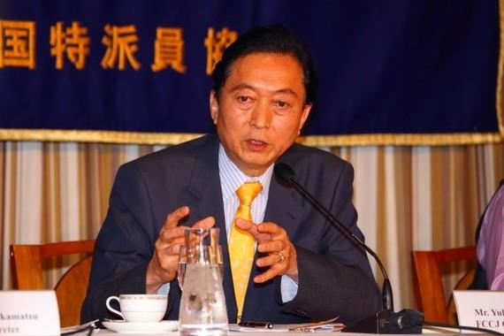 鳩山由紀夫元首相は、韓国の文喜相(ムン・ヒサン)国会議長が「日本国民に謝られたのである」と主張している(2015年撮影)