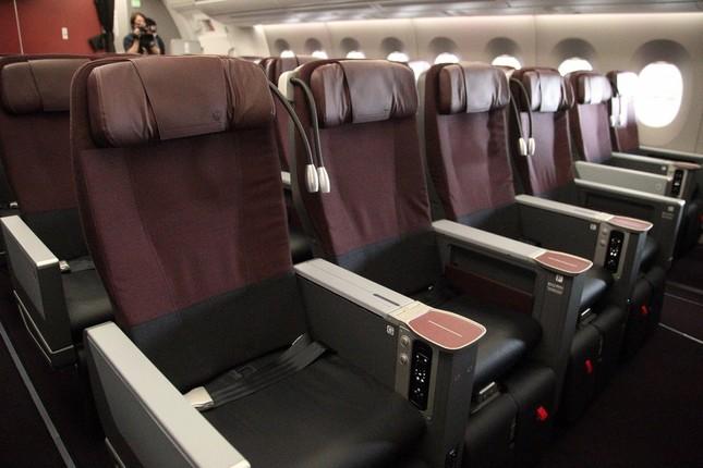 「クラスJ」シート。JALのシンボルカラーでもある赤をベースにした