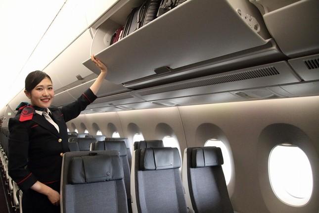 収納スペースも大きくなった。乗客が1人1個キャスターつきバッグを持ち込んでも大丈夫
