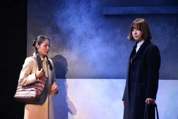 雪平夏見と、夏見の娘を引き取っている前夫の再婚相手の佐藤由布子(演・西原亜希さん)