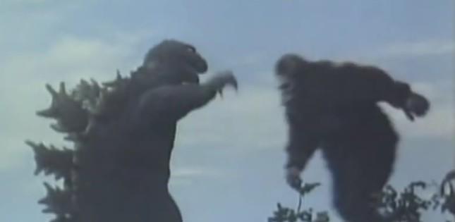 「キングコング対ゴジラ」の戦闘シーン(Toho/Universal Int.:Wikimedia Commonsから)