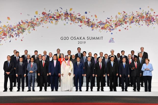 大阪G20サミットの集合写真(外務省のG20特設サイトより)