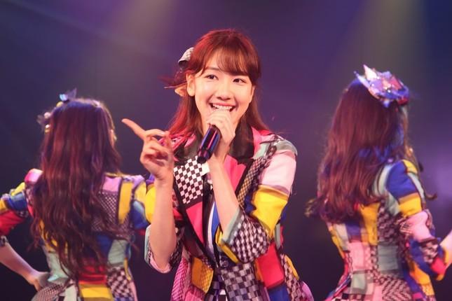 AKB48の柏木由紀さん。選曲にあたって1日に3時間程度かけて過去の楽曲を聴き直し、「通算ではふわっと1か月ぐらい聴いて考えていた」という