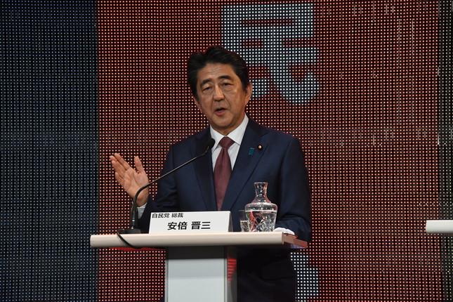 改憲について持論を述べる安倍首相
